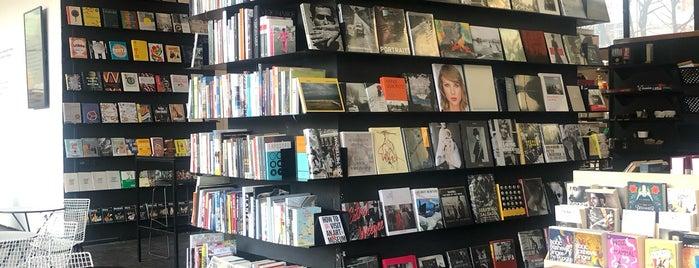 Bookoff - Księgarnia Artystyczna is one of Varşova.