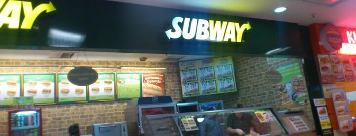 Subway is one of Locais curtidos por Şahin.