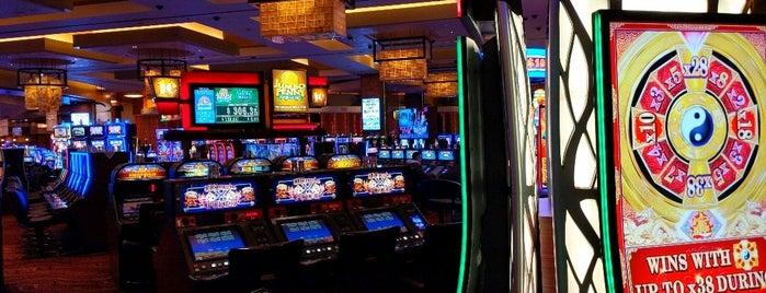 Red Rock Casino Resort & Spa is one of สถานที่ที่ Stephanie ถูกใจ.