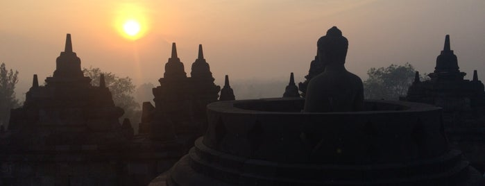 Candi Borobudur (Borobudur Temple) is one of Irisha : понравившиеся места.