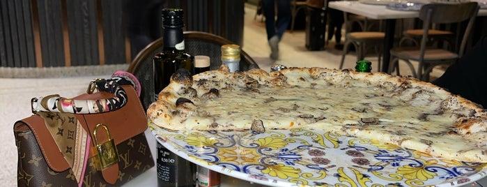 L'Antica Pizzeria da Michele is one of Hajar 님이 좋아한 장소.