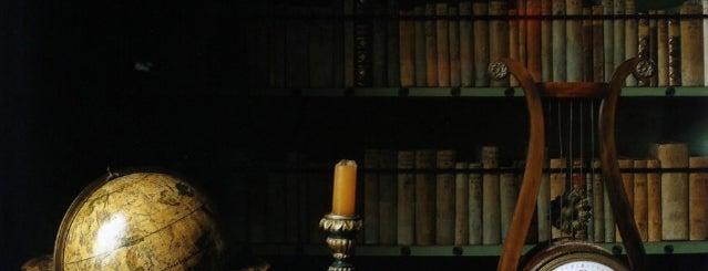 Книжный Салон is one of Locais curtidos por Егоров.