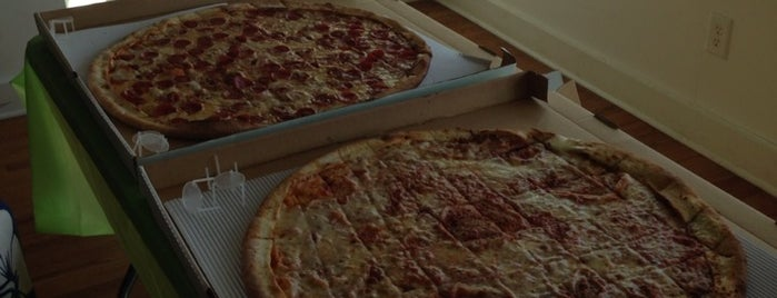 Cameli's Pizza is one of ed 님이 좋아한 장소.