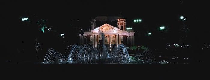 Градинката пред Народен театър is one of สถานที่ที่ Fizzie ถูกใจ.