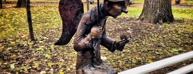 Скульптура «Петербургский ангел» is one of Интересный Питер.
