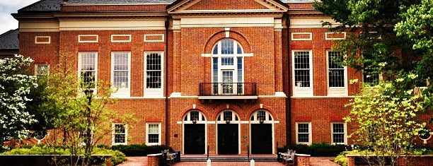Mason School of Business (Miller Hall) is one of Lugares favoritos de Bianca.