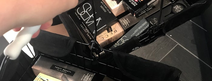 SEPHORA is one of Juliaさんのお気に入りスポット.