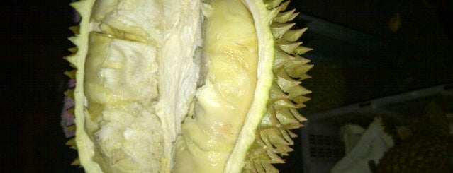 Ucok Durian is one of Locais curtidos por Andre.