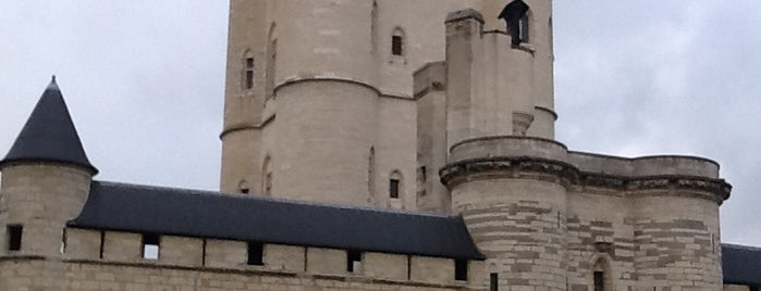 Castillo de Vincennes is one of Bienvenue en France !.