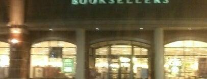 Barnes & Noble is one of Emily : понравившиеся места.