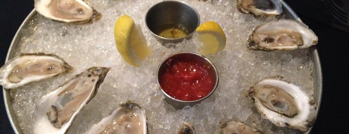 Oysters Bar And Grille is one of Orte, die icelle gefallen.