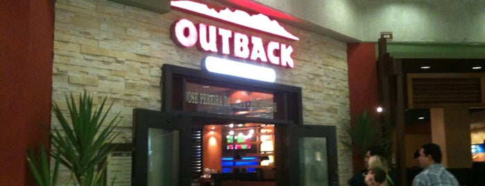 Outback Steakhouse is one of Lieux sauvegardés par Carlos.