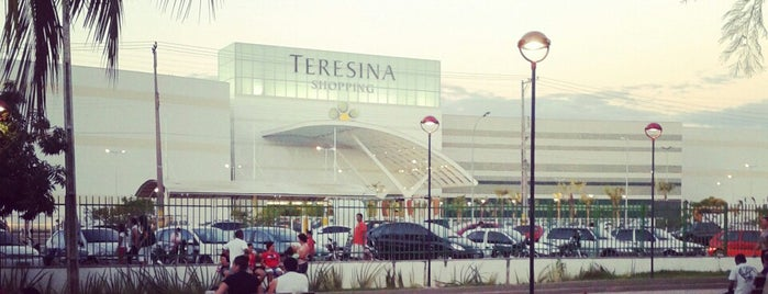 Teresina Shopping is one of lugares preferidos.