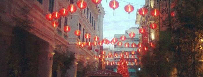 Lucky Chinatown Walk is one of Lieux sauvegardés par SVETLANA.