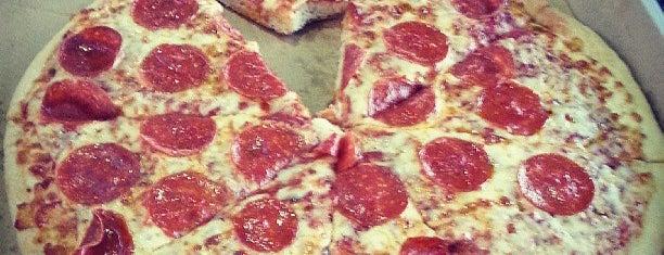 Little Caesars Pizza is one of Tempat yang Disukai Gajtana.