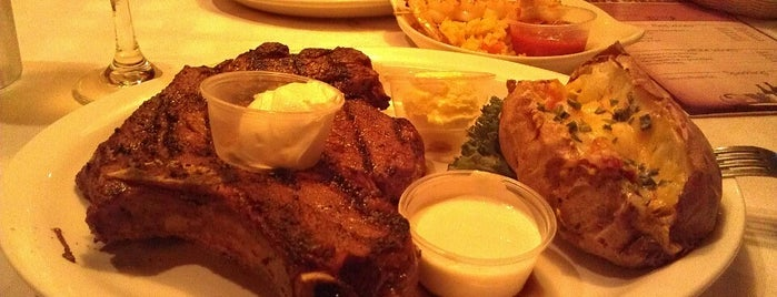 Harry's Steakhouse is one of Locais curtidos por Colleen.