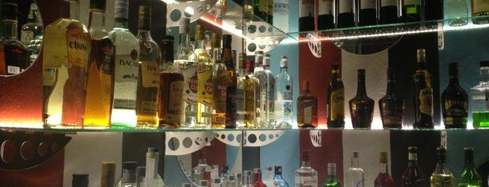 Flores Arte Bar is one of San Juan.