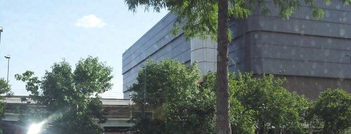 Medical / Market Center Station (TRE) is one of สถานที่ที่ al ถูกใจ.