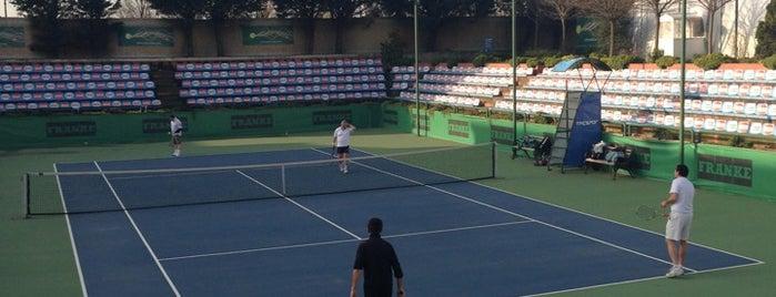 Tacspor tenis kortlari is one of Tempat yang Disimpan Sinem.
