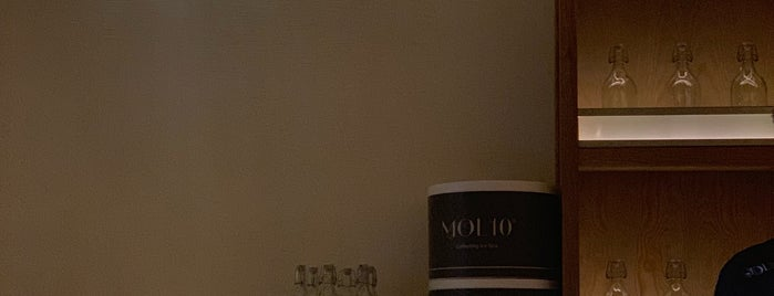 Mol10 is one of Lieux sauvegardés par Queen.