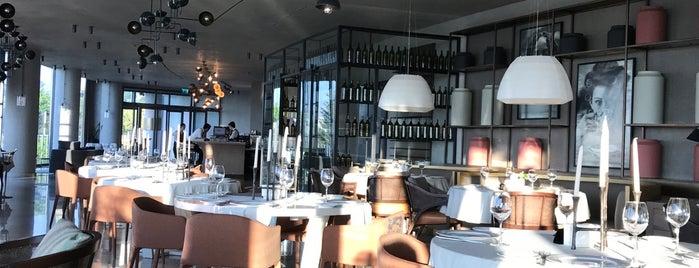 People Restaurant & Bar is one of Lugares favoritos de Onur.