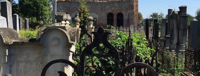 Еврейское кладбище is one of Черновцы.