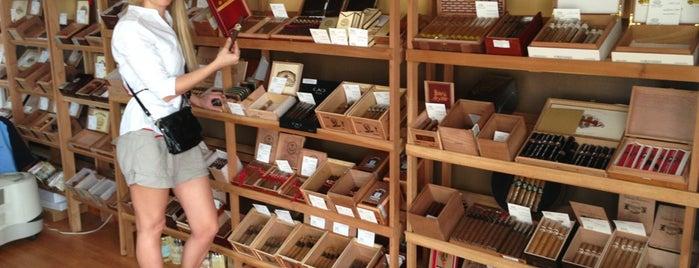 Nostalgia De Nicaragua Cigars Lounge is one of Tempat yang Disukai Rolando.