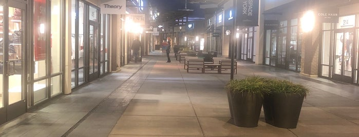 Clarksburg Premium Outlets is one of Posti che sono piaciuti a Lynn.