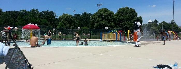 Patterson Park Pool is one of Posti che sono piaciuti a Askia.