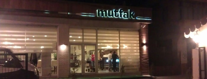 Mutfak Cafe & Restaurant is one of Tempat yang Disukai Mahide.