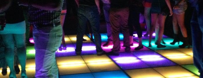 Shine Luxury Nightclub is one of Danser tout la nuit.