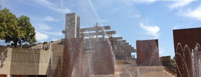 Otto Armleder Memorial Aquatic Fountain is one of Cincinnati Riverfront.