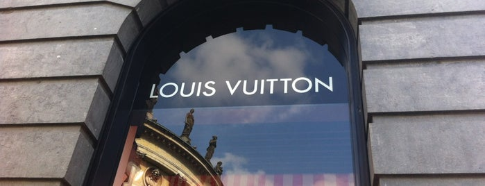 Louis Vuitton is one of Lugares favoritos de ™Catherine.