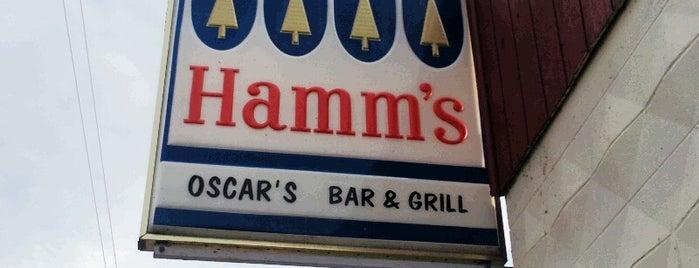 Oscars Bar And Grill is one of Orte, die Dan gefallen.
