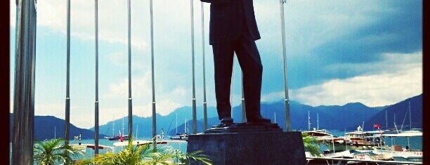 Atatürk Meydanı is one of Elif'in Beğendiği Mekanlar.