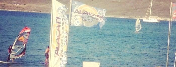 Alacati Windsurf - Kiteboard Okulu is one of สถานที่ที่บันทึกไว้ของ Emre.