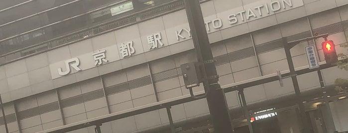 JR Kyōto Station is one of Tempat yang Disukai Shigeo.