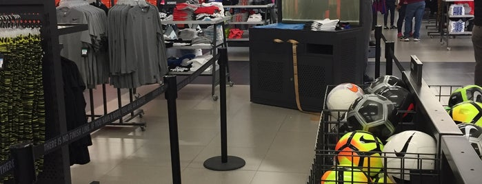 Nike Factory Store is one of Locais curtidos por Gustavo.