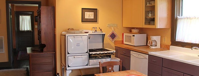 Leather Leaf Inn Bed & Breakfast is one of Road tripping-.