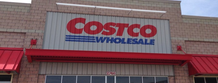 Costco is one of Tempat yang Disukai Dustin.