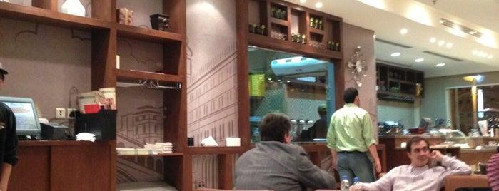 Paisano's Cafe is one of Orte, die Salim gefallen.