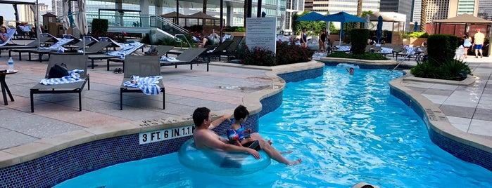 Marriott Marquis Pool Deck is one of Houston Skywalking.