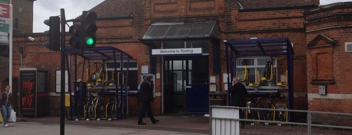 Tooting Railway Station (TOO) is one of Lefさんのお気に入りスポット.