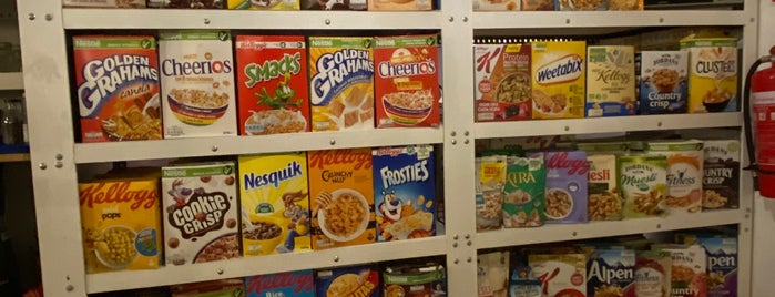 Pop Cereal Café is one of Amex Mag.