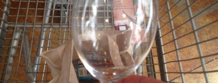 Wine Outlet is one of Alberto 님이 좋아한 장소.