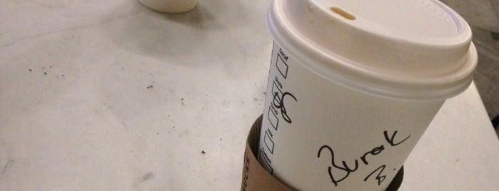 Starbucks is one of Locais curtidos por Banu.