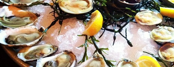 Cull & Pistol is one of NYC Happy hour oysters.