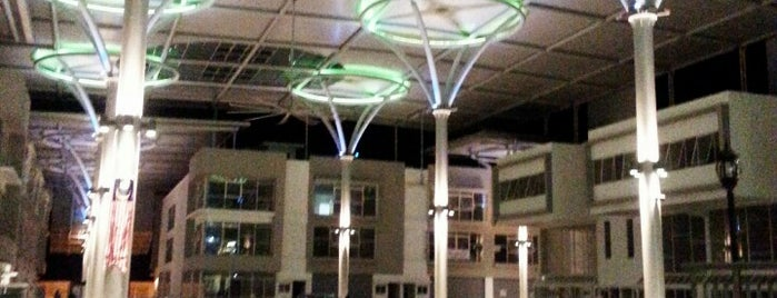 Bangi Gateway Shopping Complex is one of Locais curtidos por Yatie.
