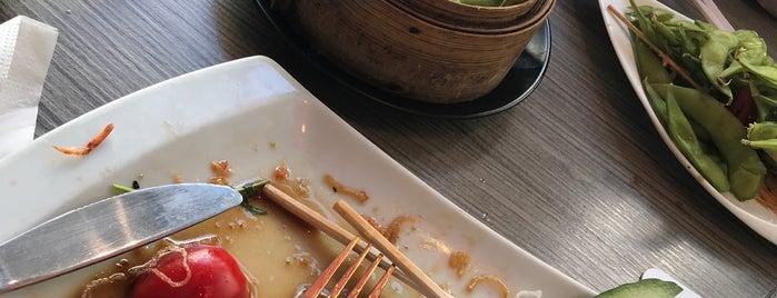Sweet Sushi is one of Tempat yang Disukai Wafa.