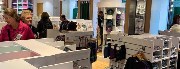 The Wimbledon Shop is one of Summer in London/été à Londres.